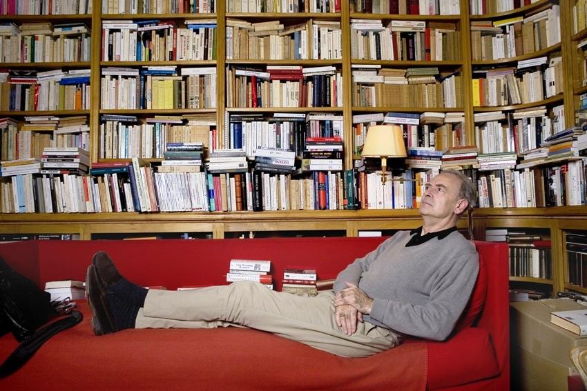 Patrick Modiano în casa lui de la Paris