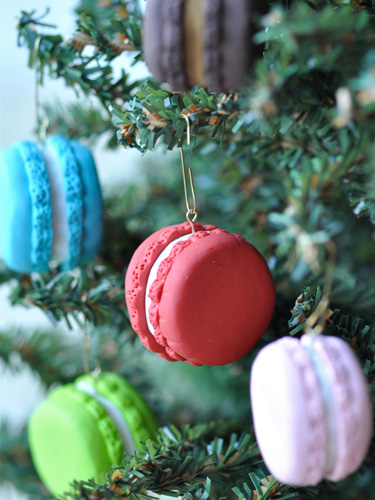 11 ornament macarons