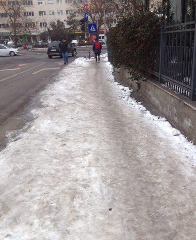 gheata pe trotuare